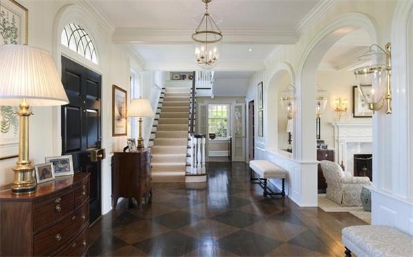 欧式别墅大厅装修效果图中的温暖感和居家感